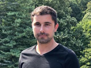 Jason, expert en charpentes en bois à Lyon.