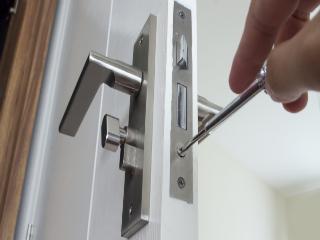 Ma porte ne ferme plus : que faire ?