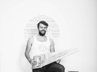 Julien, menuisier agenceur Parisien, de père en fils