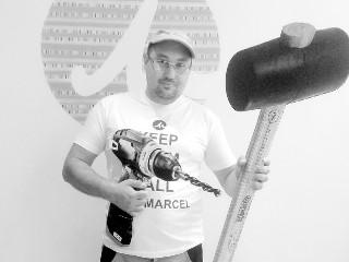 Vasily, passionné par la restauration de vieux appartements parisiens