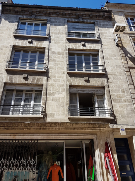 Travaux de rafraîchissement dans une copropriété à Bordeaux.